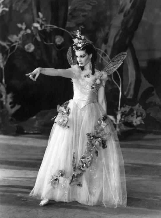Vivien Leigh (as Titania)